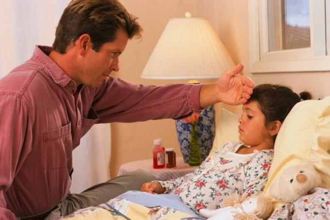 Понижение температуры ребенка в домашних условиях