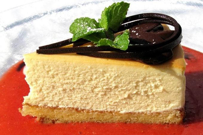 Творожный торт - любимое лакомство многих сладкоежек