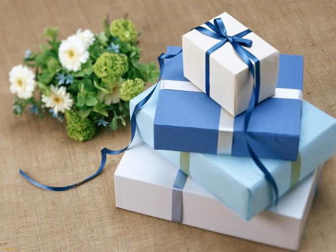 Как выбрать свадебный подарок – три подхода