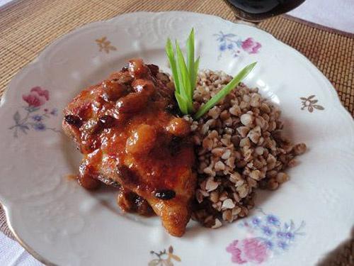Куриные грудки с изюмом и барбарисом