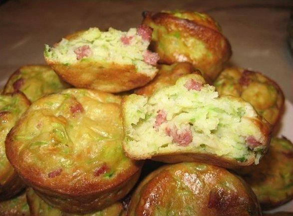 Как приготовить кабачковые кексы с луком и беконом