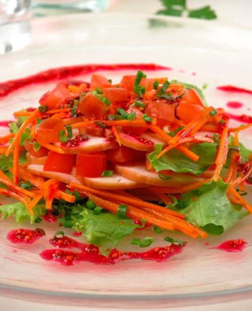 Как приготовить салат с овощами и копченой уткой