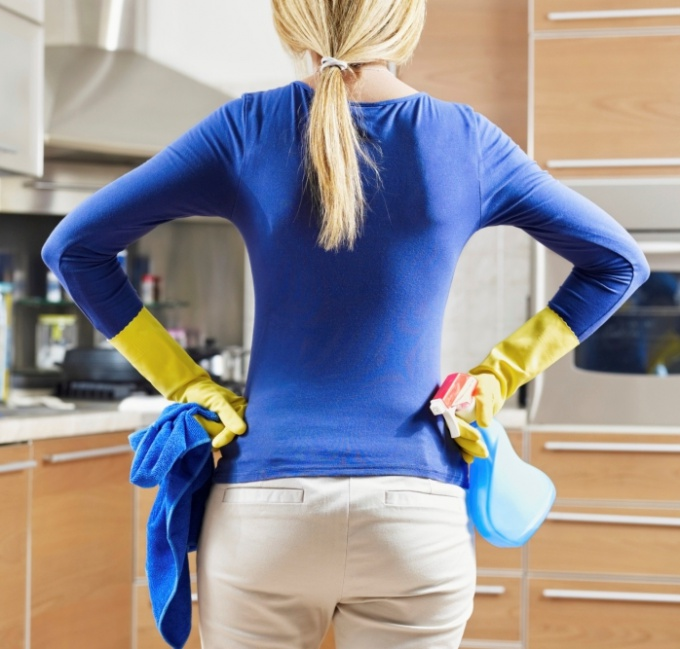 How to disinfect the apartment with his hands