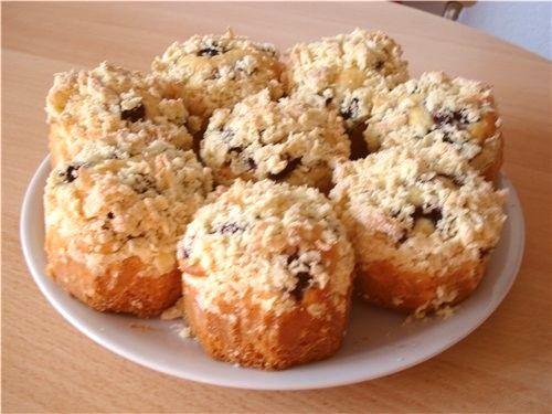 Вкусное пирожное с ежевикой