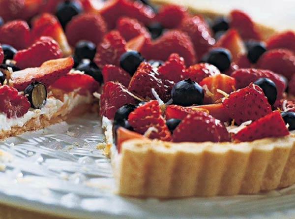 Пирог с сыром и свежими ягодами