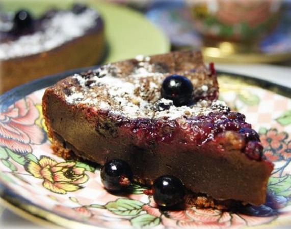 Шоколадный клафути с черной смородиной в мультиварке