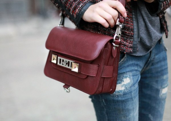 Bag burgundy color: how and what to wear