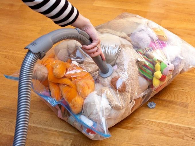 Вакуумные пакеты как помощник в хранении вещей