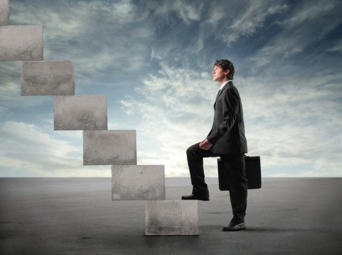 Как двигаться вверх по карьерной лестнице