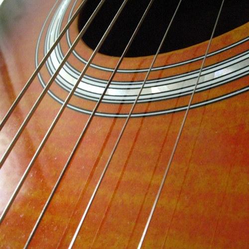 Как заменить струны в гитаре