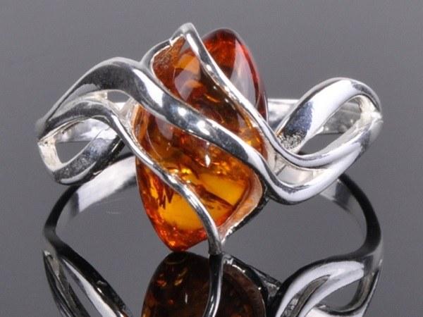 В какой металл класснее обрамлять янтарь
