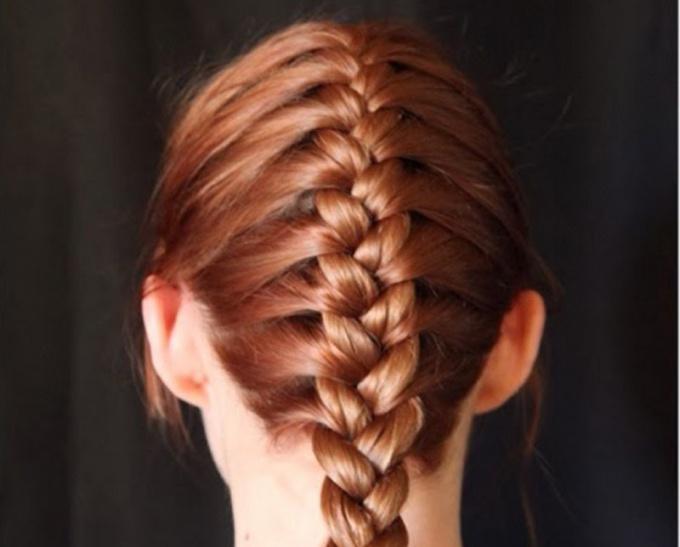 Колосок можно сплести как из длинных, так и из коротких волос