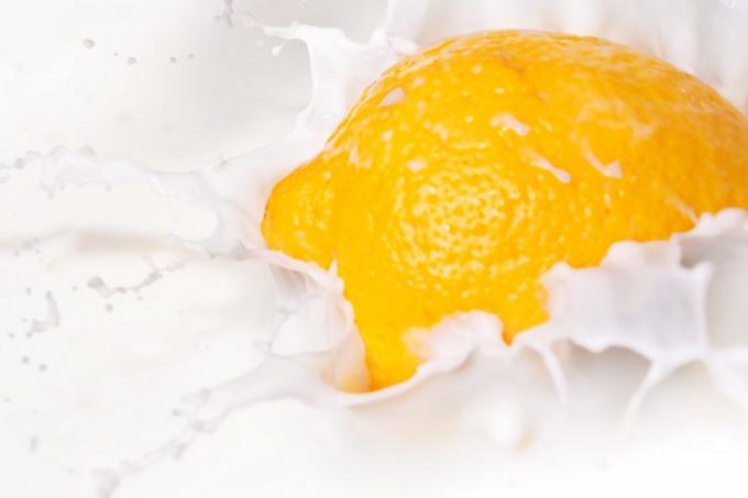 Лимонный сок позволяет избавиться от прыщей за одну ночь