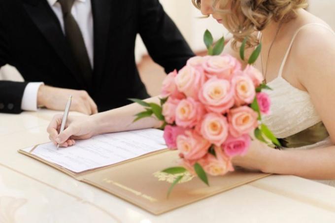 Как выглядит свидетельство о браке
