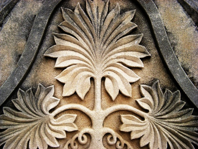 Барельеф в старинном стиле можно сделать из гипса