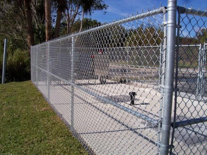 Забор из оцинкованной металлической сетки