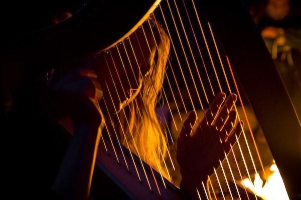 Как играть на арфе