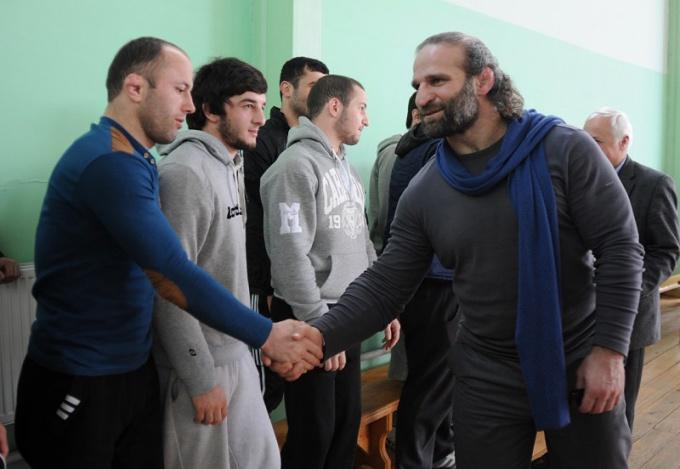 Приветствие грузинских борцов на соревнованиях