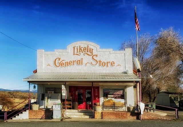 Разрешительные документы должен иметь на руках владелец каждого магазина