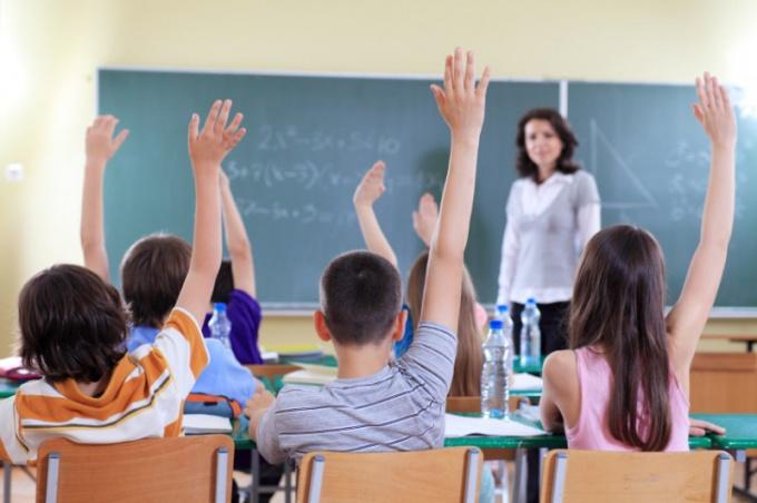 Преподаватель и дети