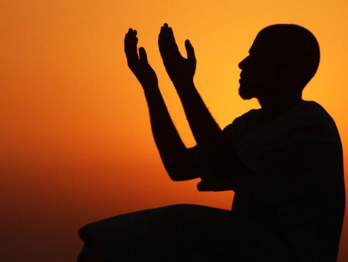 Пятикратный намаз - это обязательная молитва любого совершеннолетнего мусульманина