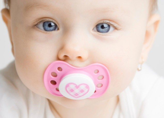 At what age to offer your child pacifier