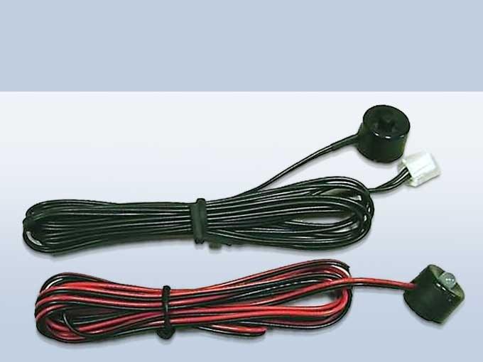 Кнопка Valet (вверху) и светодиодный индикатор (внизу)