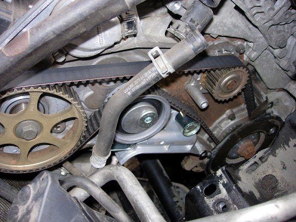 How and when to replace the timing belt in a Skoda Octavia