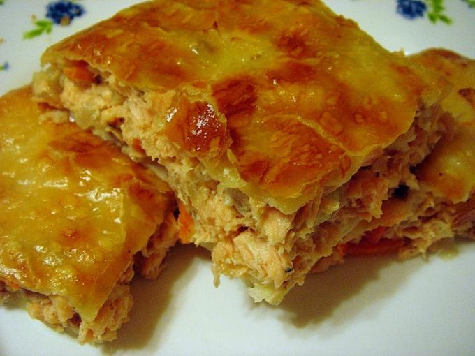 Вкусный слоеный пирог с рыбой