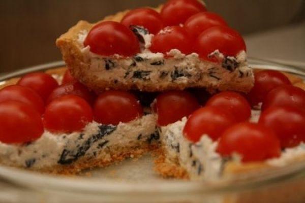Аппетитный пирог с риккотой и помидорами
