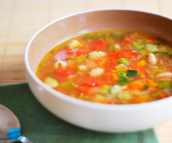 Приготовить суп с сельдереем и овощами