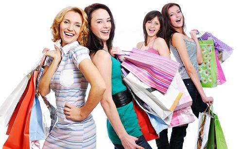 Как подобрать одежду невысоким женщинам