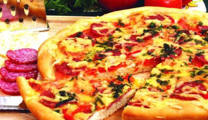 Пирог с колбасой и овощами