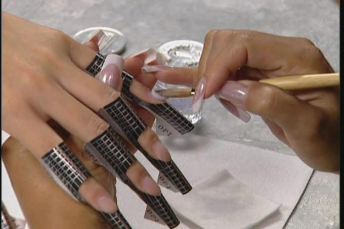 Плюсы и минусы наращивания ногтей с помощью акрила