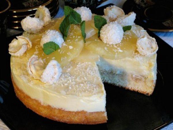 Вкусный торт с белым шоколадом и ананасами