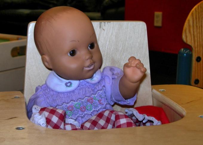 Маленькому ребенку нужна большая кукла