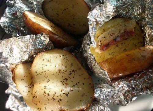 Запекаем картошку с салом в фольге