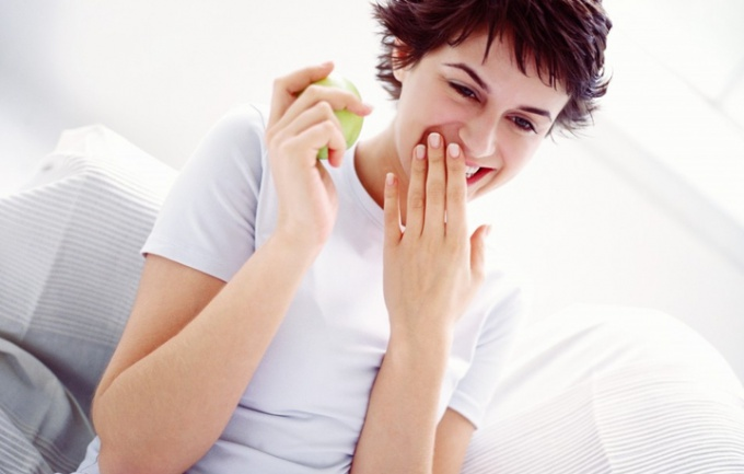 можно ли есть помидоры после отбеливания зубов