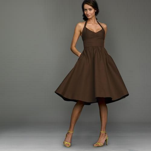 Коричневое платье: с чем носить