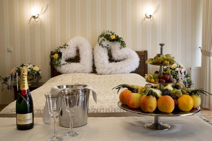 Первая брачная ночь в гостиничном номере