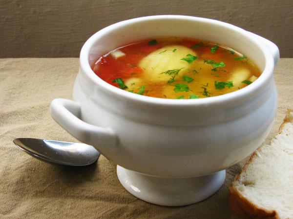 Легкий овощной суп с куриными клецками