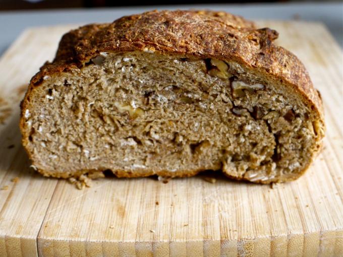 Ржаной хлеб с отрубями и семечками