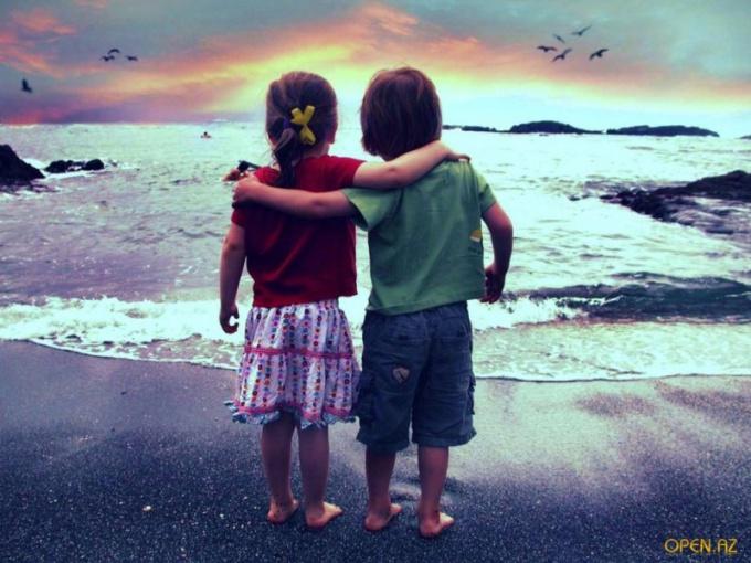 Им повезло - они дружат с детства. Хотелось бы надеяться, будут дружить и когда вырастут. Но так, к сожалению, бывает нечасто.