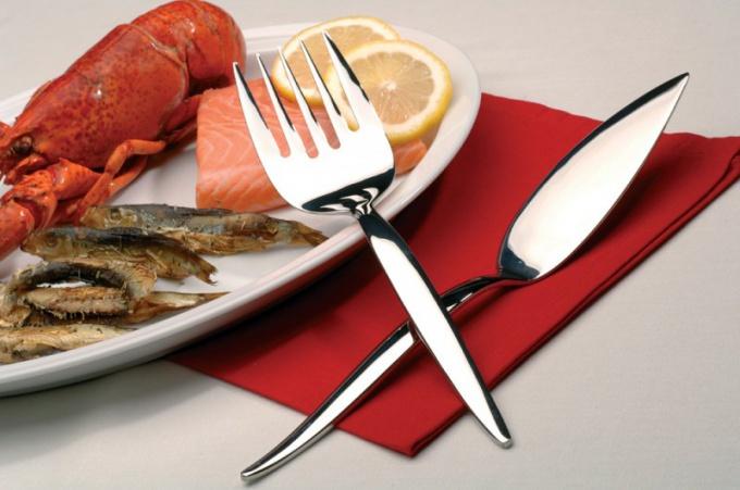 Как пользоваться вилкой для рыбы