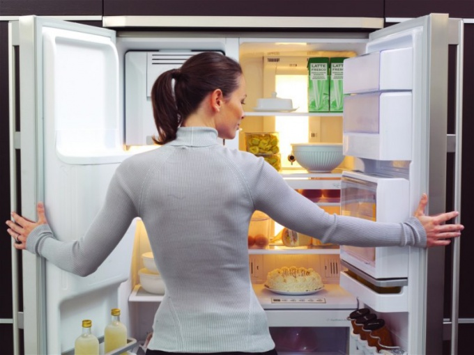 How to get rid of smell in refrigerator