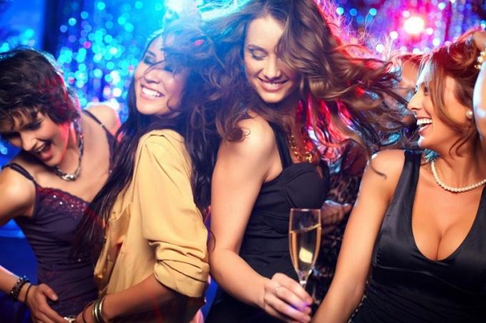 Как знакомиться на вечеринке у друзей