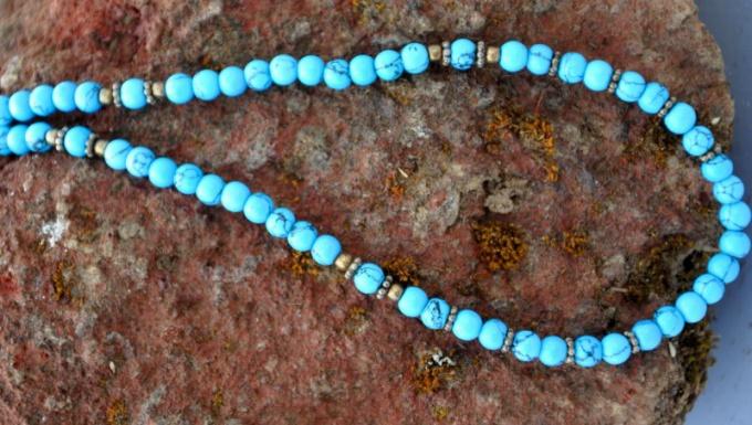 Бирюзовый - голубой с зеленым оттенком