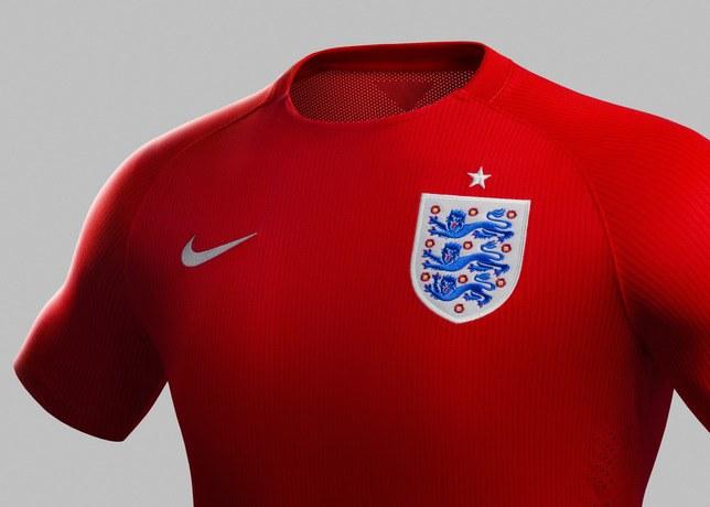 Герб национальной сборной Англии отличается по цвету от национального герба