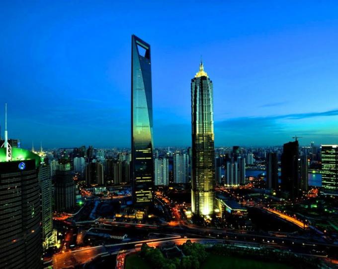 Всемирный финансовый центр в Шанхае - пятое по величине здание в мире
