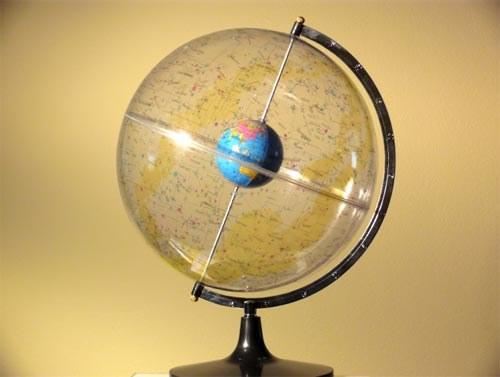 Опять земля в центре, а мир вертится вокруг нее. Кажется, мы это уже проходили...